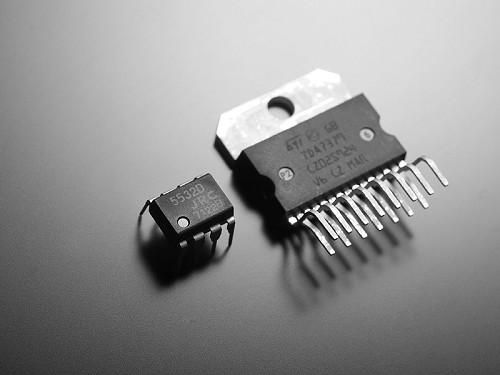 运算放大器芯片-漫步者 Edifier C200多媒体有源音响 黑色